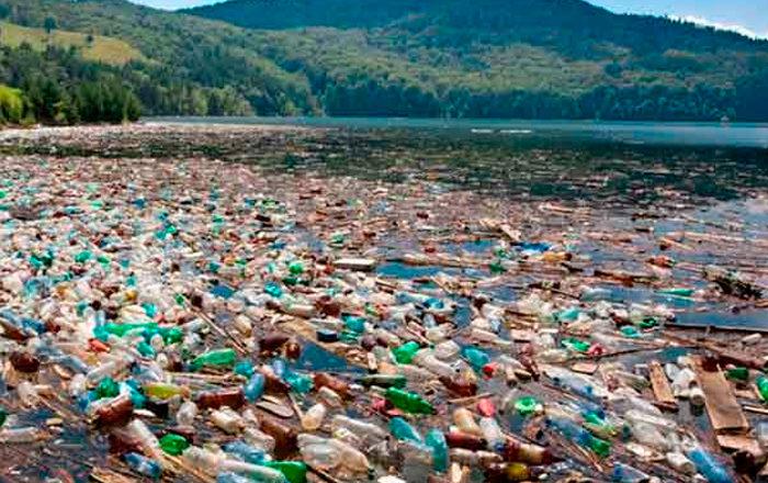 Plastico-en-el-mar-700x440