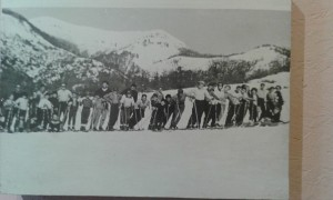 muestra pioneros esquiadores chicos