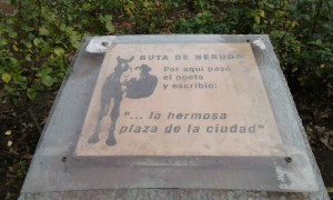 neruda plaza placa