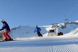 chapelco con esquiadores