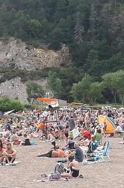 playa 12 mucha gente 2